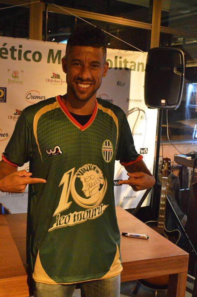 73cfb6a558 Sucesso  Camisa comemorativa de Léo Moura é lançada com grande ...